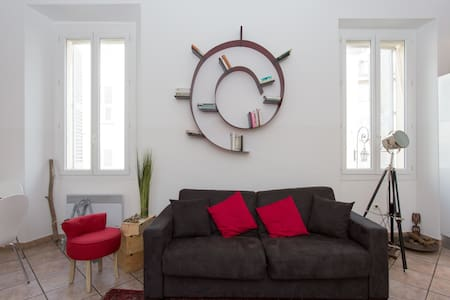 Beautiful flat with balcon in the Old Antibes - Antibes - Lejlighed