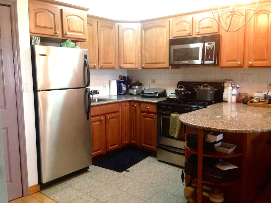 Kitchen - marble countertop & floor, with plenty of space to cook & entertain friends.