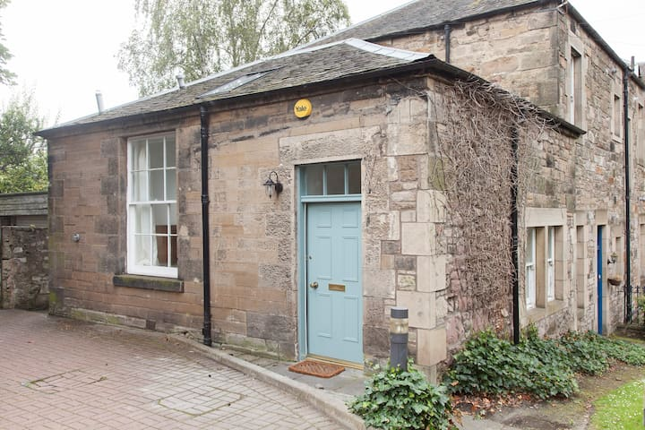 Unique, bright 2 bed house with private parking