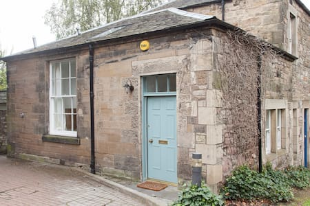 Unique, bright 2 bed house with private parking - Edimburg