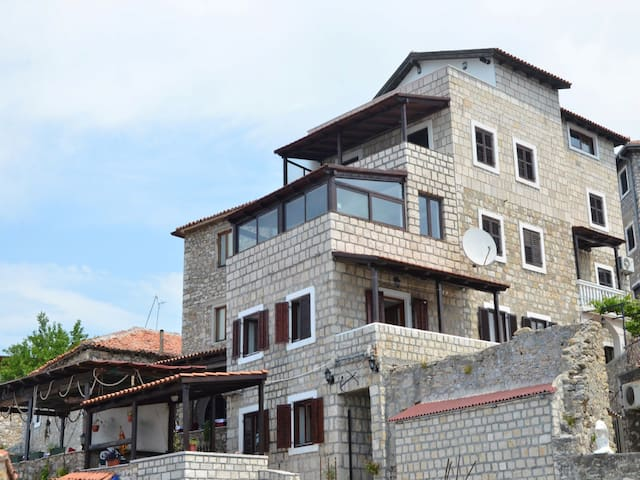 Old Town Vila Marinero 50m the bech - Ulcinj - Bed & Breakfast
