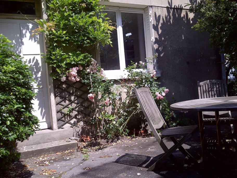 Un studio clair et calme sur jardin appartements en - Mobilier jardin hiver boulogne billancourt ...