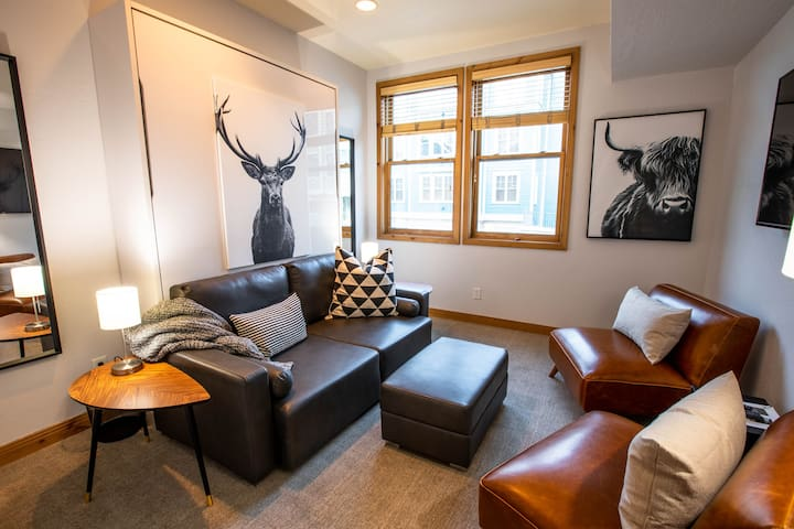Perfect Oasis for single or couple - on Main St.