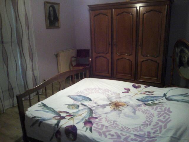 Chambre à la croisée des chemins provençaux