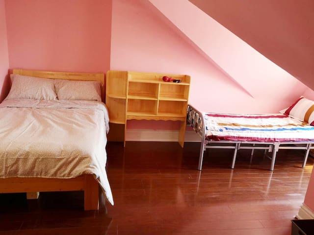Big Attic Room Comfortable Sleeps 3 with two beds