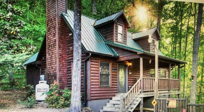 Beary Sweet Retreat nestled at the base of Roundtop mountain