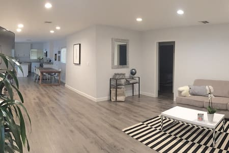 New, Clean, Modern, Central 2BD - Los Angeles - House