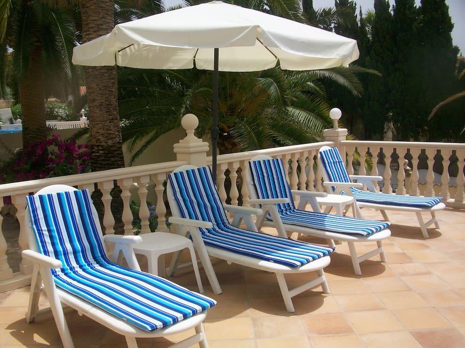Large sunbathing terraces