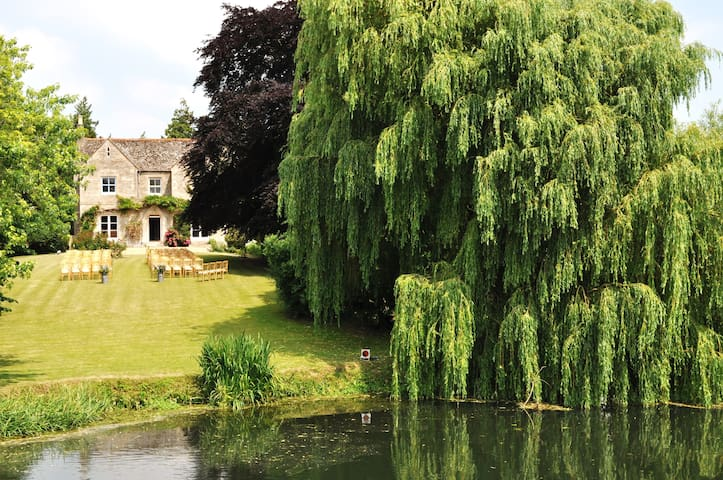 Farmhouse in Picturesque Village - Peterborough - Bed & Breakfast