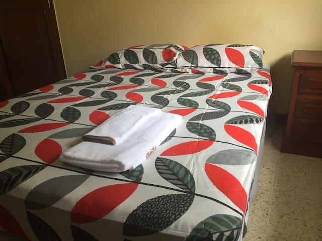 Room for Rent - Casa Los Robles-