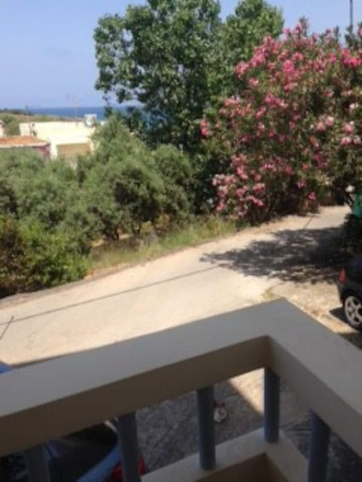 Flat 100 metres from the Seaside!!