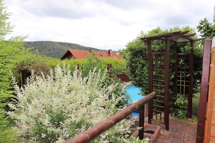 Terrasse mit direktem Poolzugang