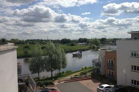 Ensuite Room in Riverside Penthouse - Chertsey