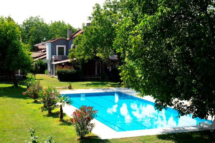 4 BR Peaceful Villa Surrounded by Nature in Sapanca