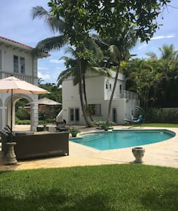 1928 Old Spanish built by Al Capone's gangsters! - Coral Gables - Guesthouse