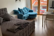 Modern Central location Studio Apartment with pkg