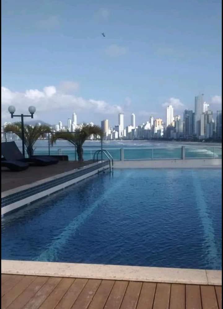 Flat Beira-mar Balneário Camboriú- piscina/garagem