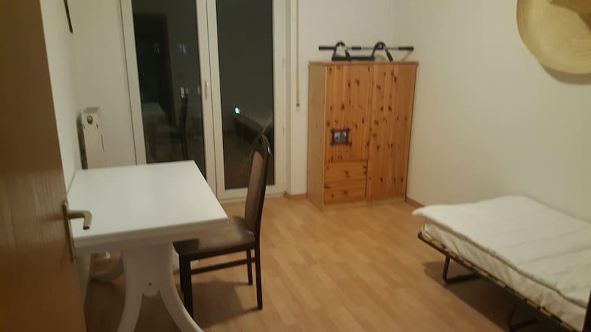 Wohnung mit Balkon, ruhiger Lage, Nähe Connewitz - Leipzig - Flat