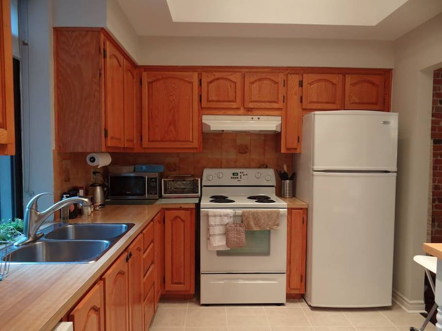The kitchen is modern and fully equipped. The apartment has a washing machine, a dryer, a dishwasher, a microwave, a stove, a toaster etc., everything you need!