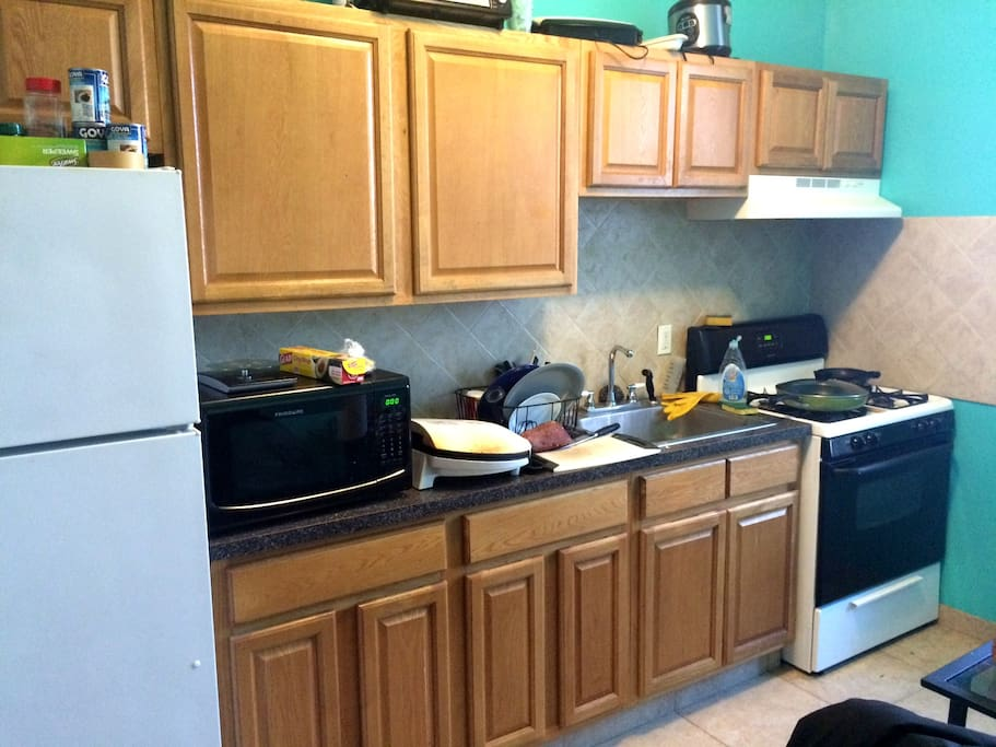 Full kitchen with oven, microwave.