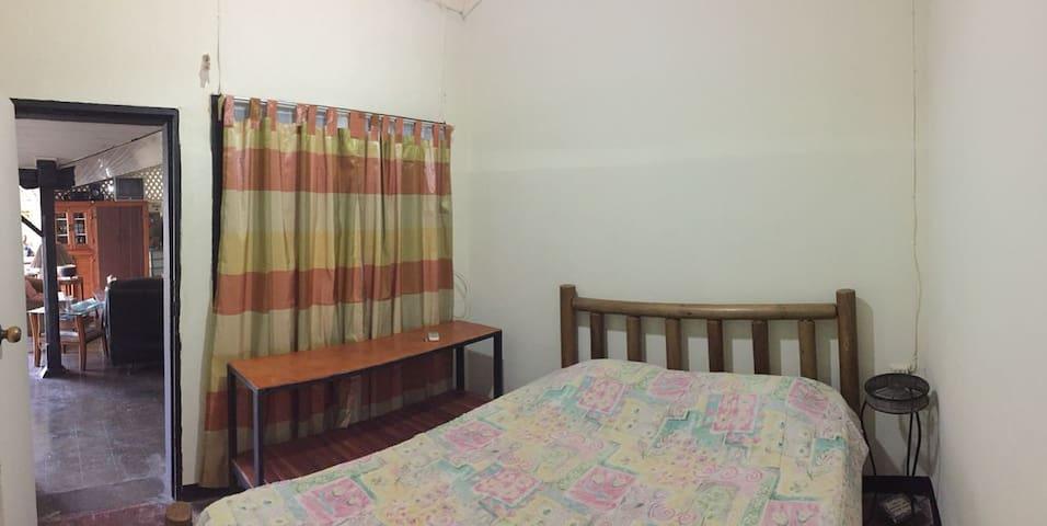 Habitación #3, cama matrimonial