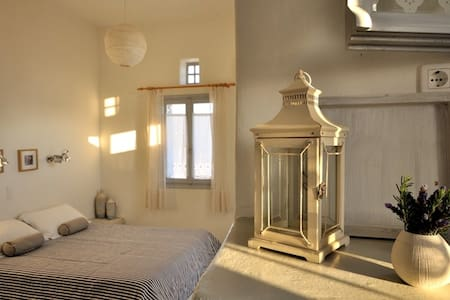 Stylish Room for 3 in Tinos - Tinos