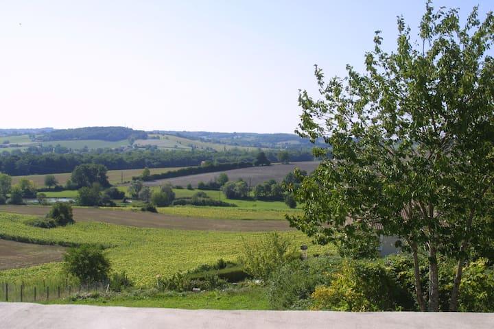 La grange - Montmoreau-Saint-Cybard - บ้าน