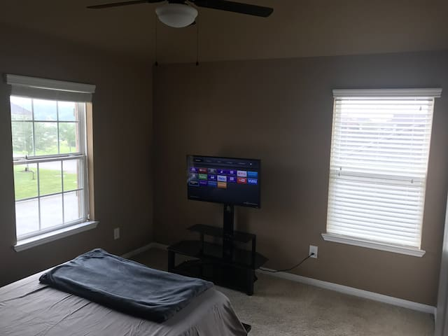 Spacious private Room/Bath - Tomball - Ház