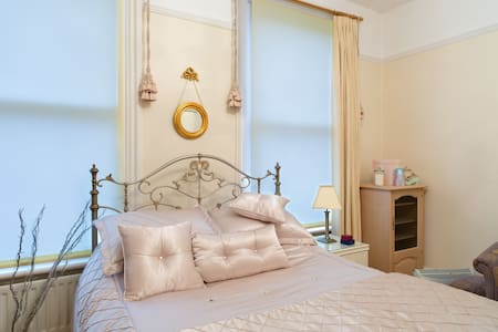 Victorian Town House - Darlington - Bed & Breakfast
