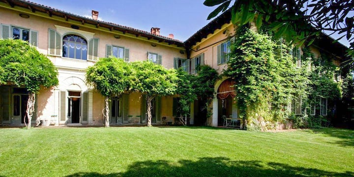 Historical Villa 1 hour from Milan