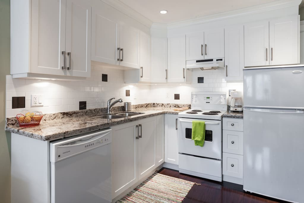 Granite countertops, double sink and plenty of storage. Fully stocked kitchenware.