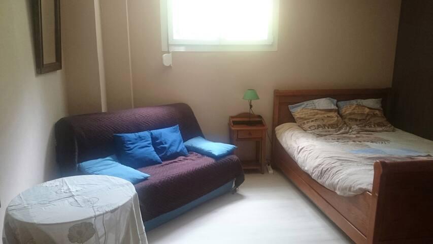 chambre dans maison familiale - Saint-Aubin-de-Médoc - Huis