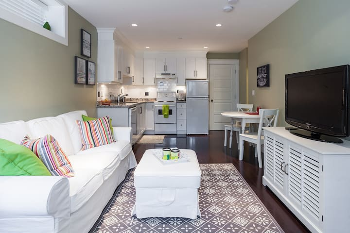 Elegant Cottage Style Suite
