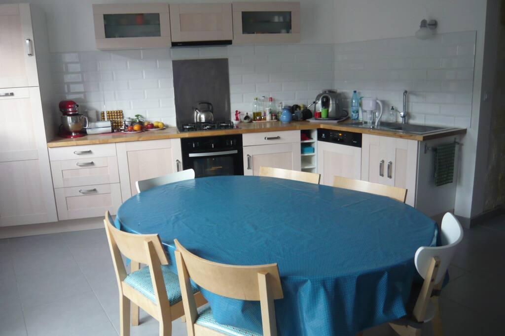 La cuisine - salle à manger, agréable et lumineuse