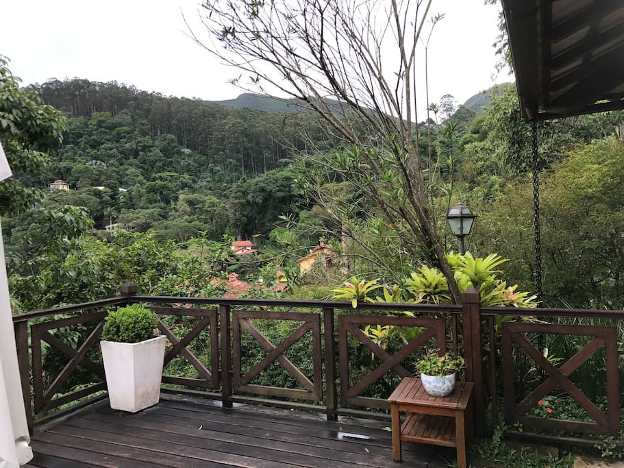 O verde é a paisagem constante em toda a casa!