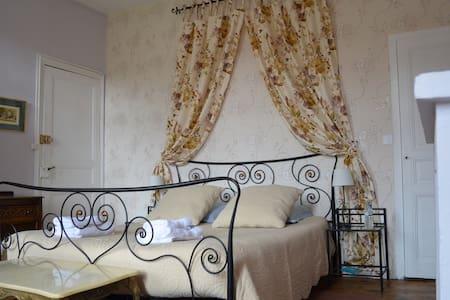 Chambre de charme, vue sur Canigou - Prades