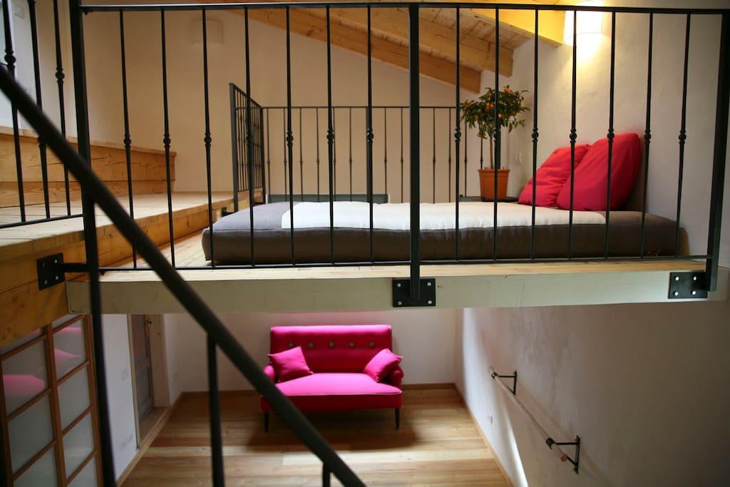 la camera della musica, the main bed, a futon.