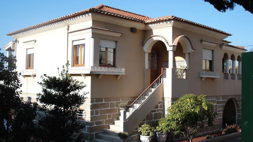 Chalé com  grande jardim - Ermesinde - Casa