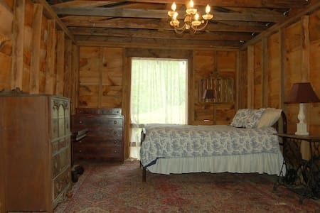 Barn Loft at Healing Springs - Sleeps 5 - Crumpler - Loft