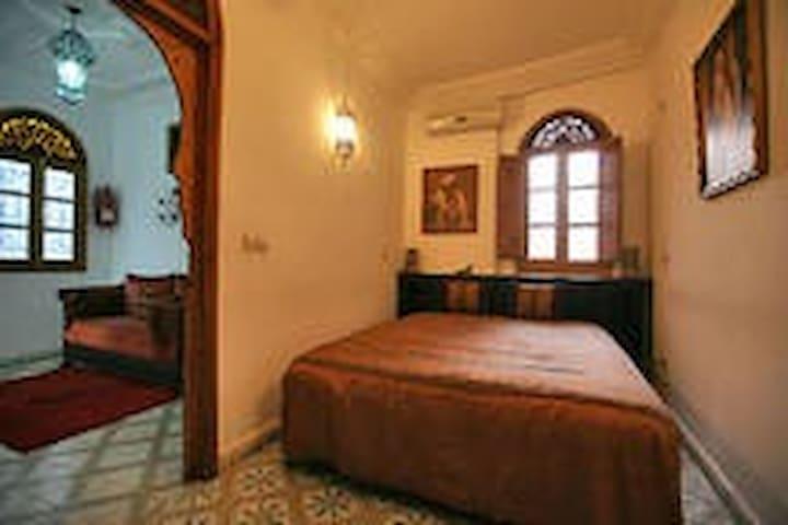 RIAD MOUNA Chambre Privée Fenêtre - Marakesz