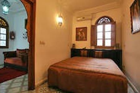 RIAD MOUNA Chambre Privée Fenêtre - Marrakech - Bed & Breakfast