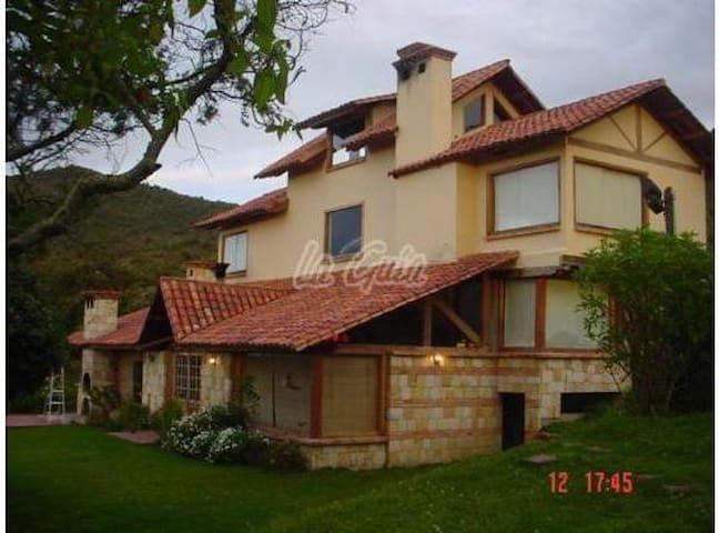 Casa de Campo en la Montaña  50 minutos de Bogotá