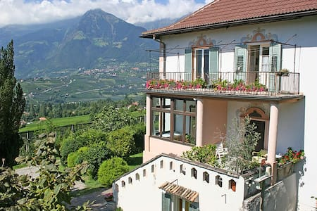 Lindenhof - Meran - Bed & Breakfast
