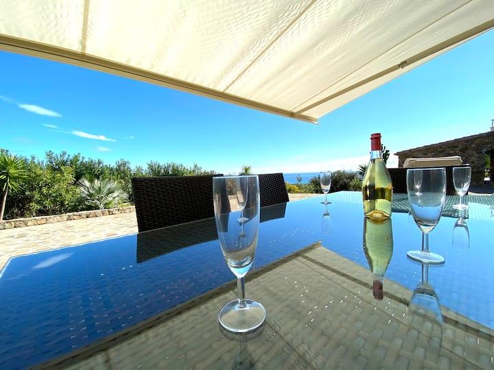 Appartement dans villa de rêve  vue mer  piscine