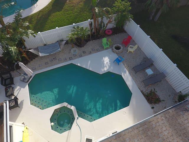 Fun Beachside Pool Home w/ Street Legal Golf Cart - Ormond Beach - Huis