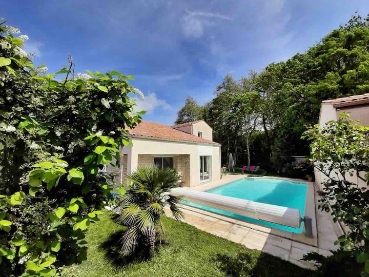 Lumineuse et spacieuse villa à côté de La Rochelle