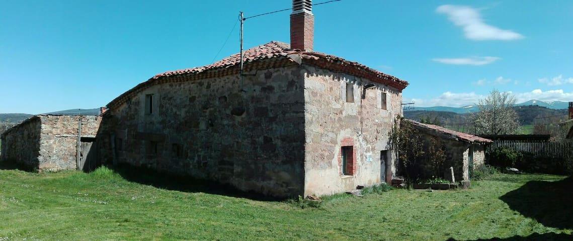 LA GRANJA. Casa rustica con terreno - Campolara - House