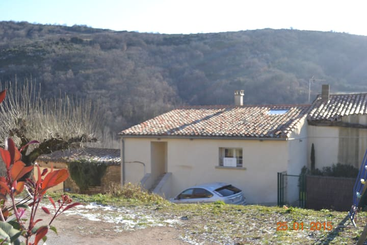 Maison dans village à la campagne - Dio-et-Valquières - Hus
