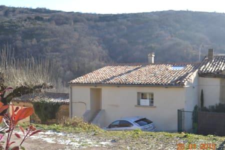 Maison dans village à la campagne - Dio-et-Valquières