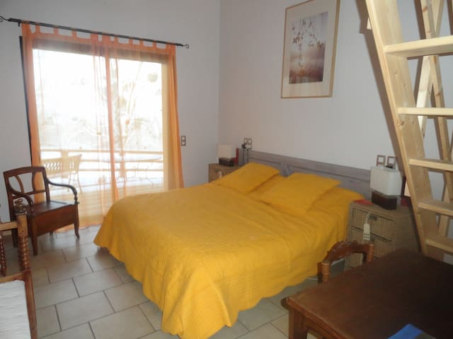 Family Guest House Le Grand Noyer - Ambronay - Aamiaismajoitus